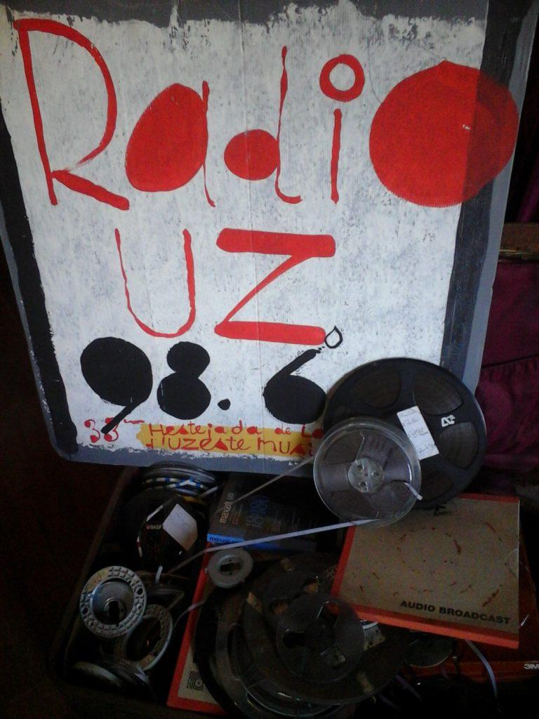 L'attribut alt de cette image est vide, son nom de fichier est radio-UZ2-768x1024.jpg.